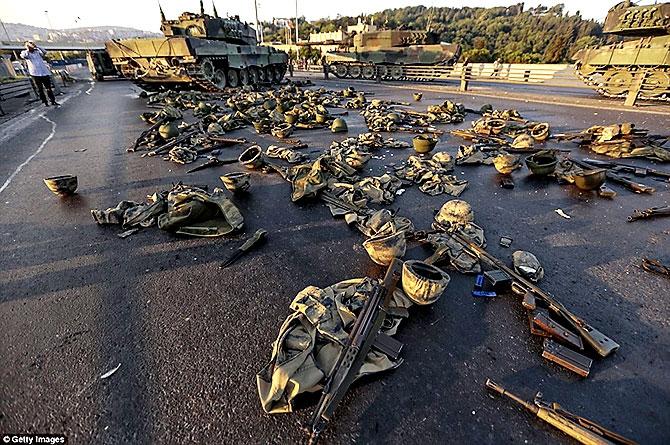 Türkiye'yi sarsan geceden fotoğraflar galerisi resim 108