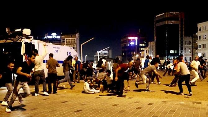 Türkiye'yi sarsan geceden fotoğraflar galerisi resim 12