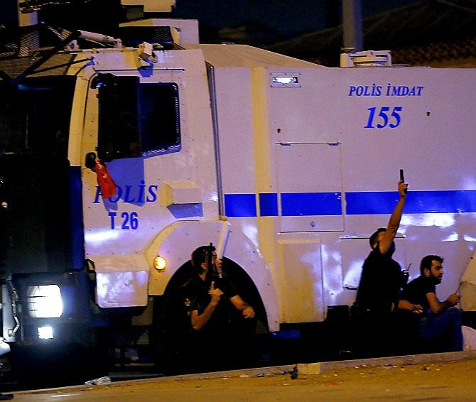 Türkiye'yi sarsan geceden fotoğraflar galerisi resim 13