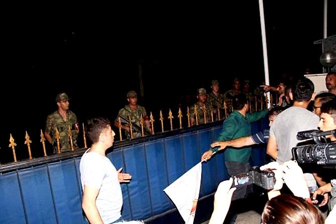 Türkiye'yi sarsan geceden fotoğraflar galerisi resim 17