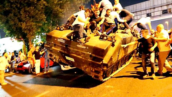 Türkiye'yi sarsan geceden fotoğraflar galerisi resim 2