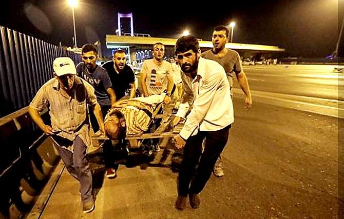Türkiye'yi sarsan geceden fotoğraflar galerisi resim 21