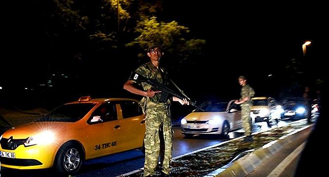 Türkiye'yi sarsan geceden fotoğraflar galerisi resim 22