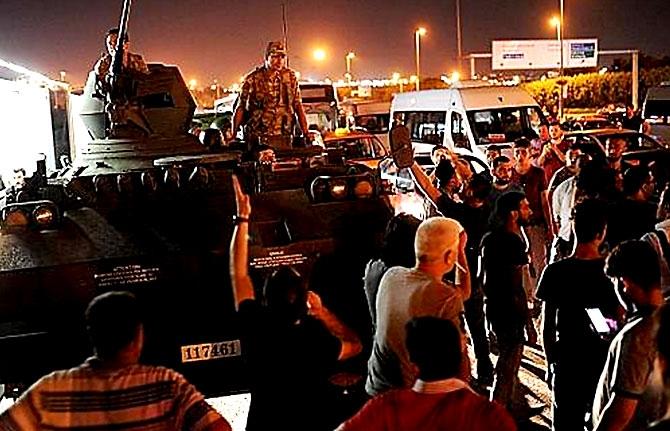 Türkiye'yi sarsan geceden fotoğraflar galerisi resim 24