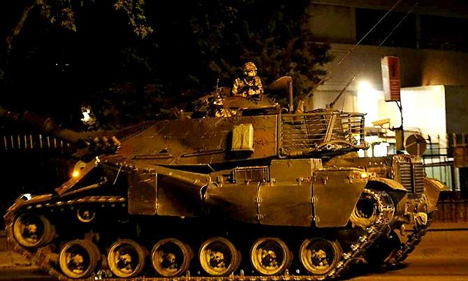Türkiye'yi sarsan geceden fotoğraflar galerisi resim 26