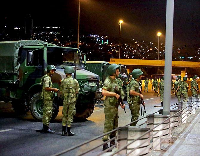 Türkiye'yi sarsan geceden fotoğraflar galerisi resim 27