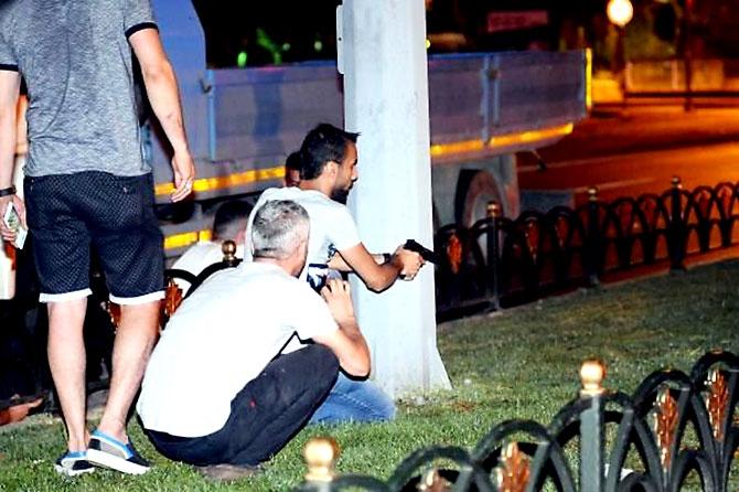 Türkiye'yi sarsan geceden fotoğraflar galerisi resim 28
