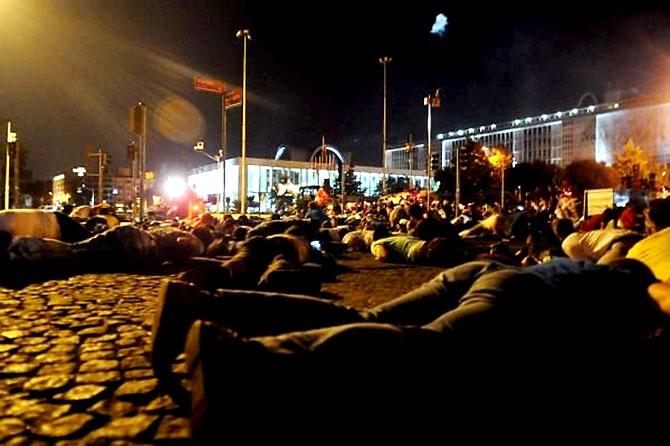 Türkiye'yi sarsan geceden fotoğraflar galerisi resim 30