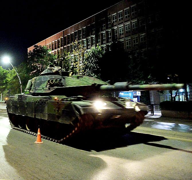 Türkiye'yi sarsan geceden fotoğraflar galerisi resim 31