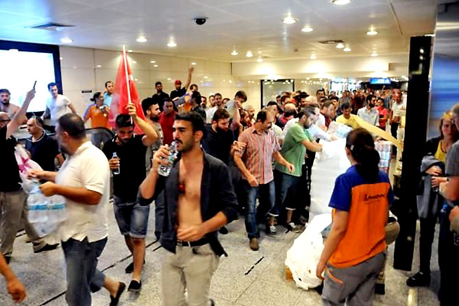 Türkiye'yi sarsan geceden fotoğraflar galerisi resim 34