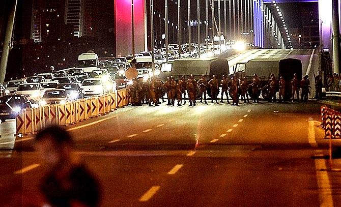 Türkiye'yi sarsan geceden fotoğraflar galerisi resim 35