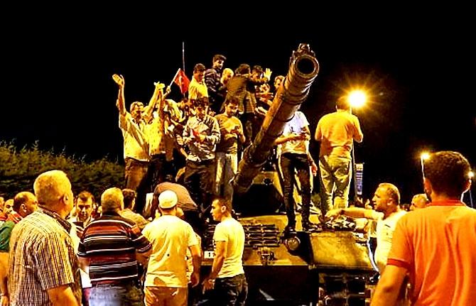 Türkiye'yi sarsan geceden fotoğraflar galerisi resim 39