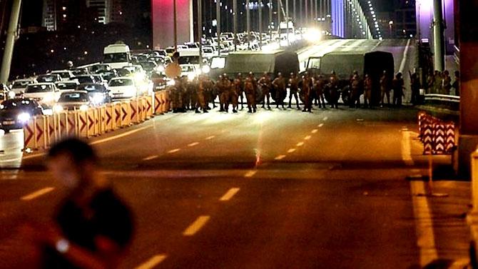 Türkiye'yi sarsan geceden fotoğraflar galerisi resim 4