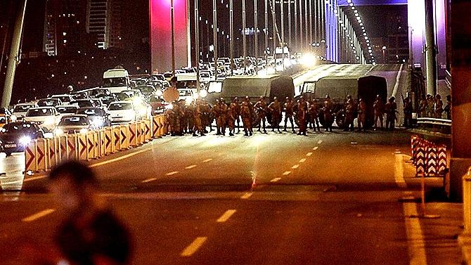 Türkiye'yi sarsan geceden fotoğraflar galerisi resim 48