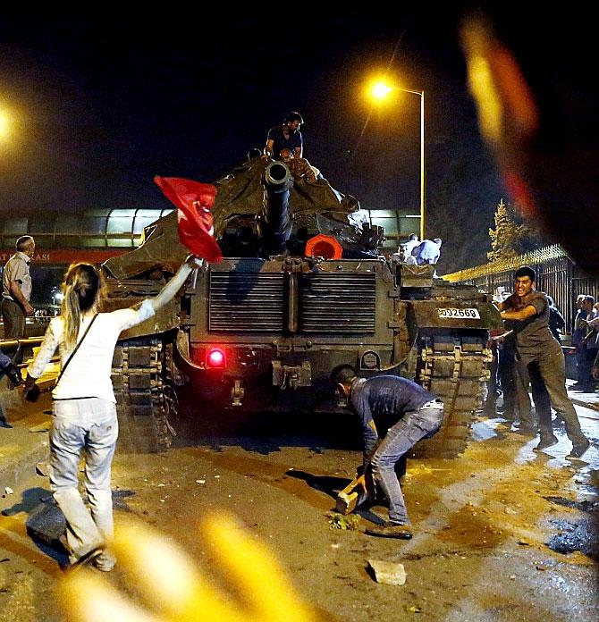 Türkiye'yi sarsan geceden fotoğraflar galerisi resim 49