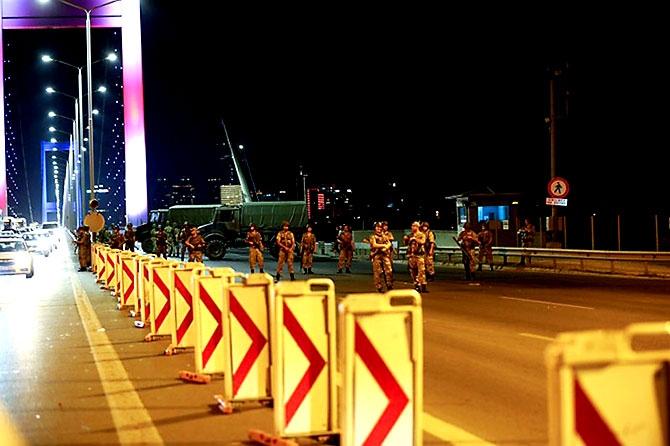 Türkiye'yi sarsan geceden fotoğraflar galerisi resim 55