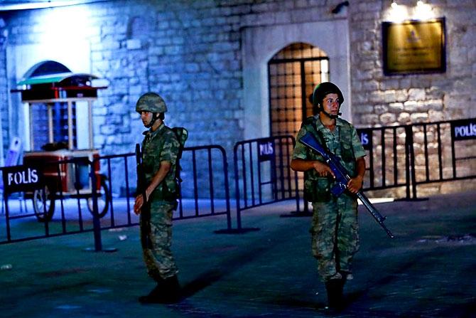 Türkiye'yi sarsan geceden fotoğraflar galerisi resim 56