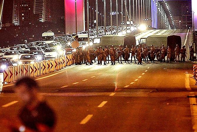 Türkiye'yi sarsan geceden fotoğraflar galerisi resim 58