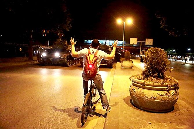 Türkiye'yi sarsan geceden fotoğraflar galerisi resim 59