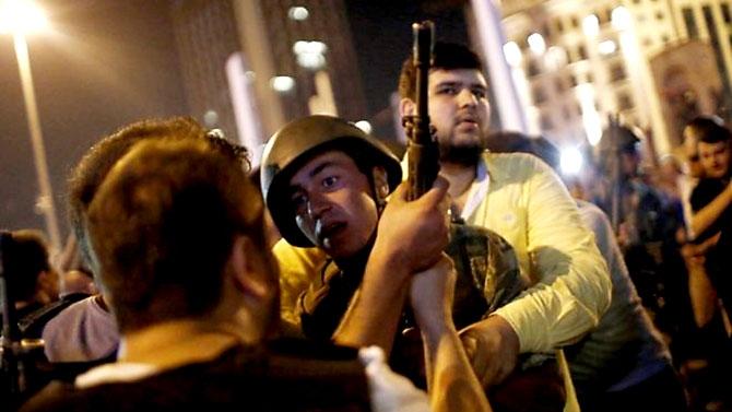 Türkiye'yi sarsan geceden fotoğraflar galerisi resim 6