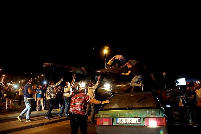 Türkiye'yi sarsan geceden fotoğraflar galerisi resim 63