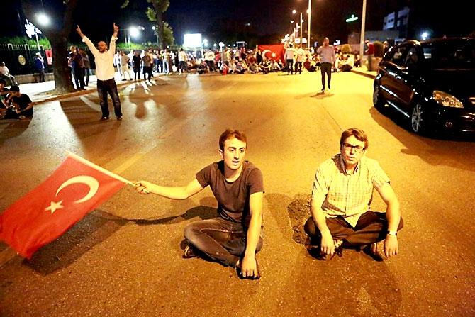 Türkiye'yi sarsan geceden fotoğraflar galerisi resim 65