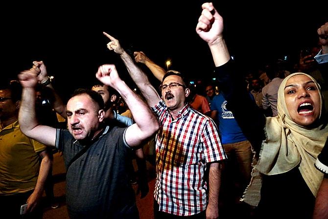 Türkiye'yi sarsan geceden fotoğraflar galerisi resim 66