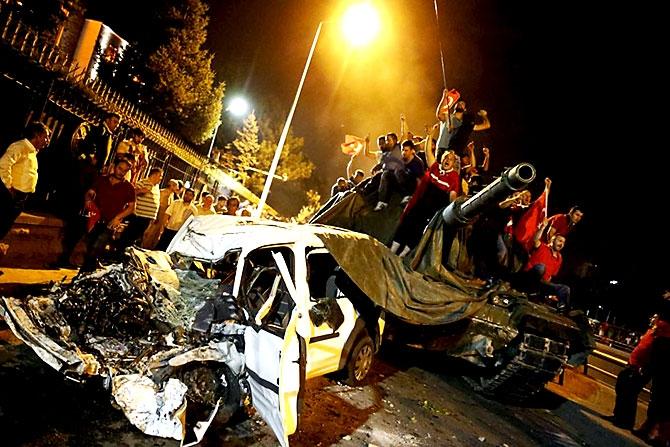 Türkiye'yi sarsan geceden fotoğraflar galerisi resim 67