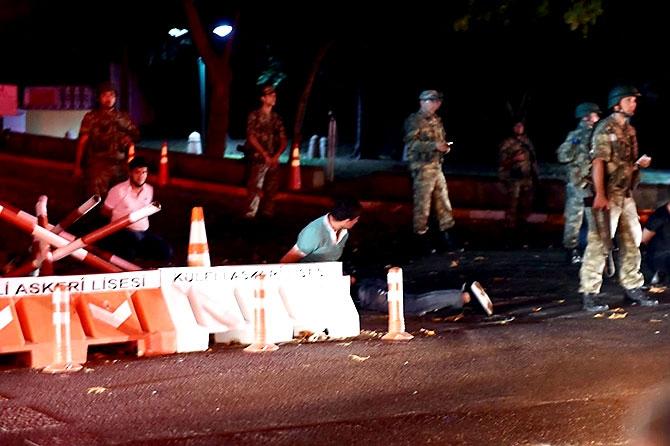 Türkiye'yi sarsan geceden fotoğraflar galerisi resim 69