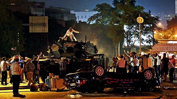 Türkiye'yi sarsan geceden fotoğraflar galerisi resim 71