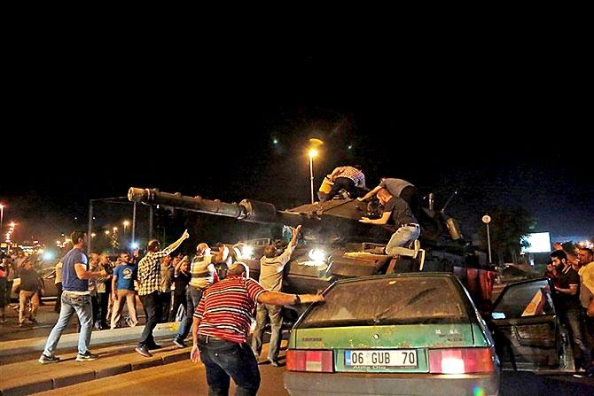 Türkiye'yi sarsan geceden fotoğraflar galerisi resim 72