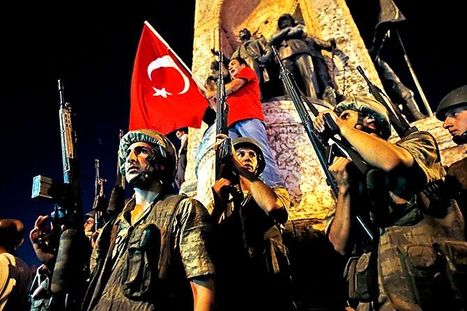 Türkiye'yi sarsan geceden fotoğraflar galerisi resim 73