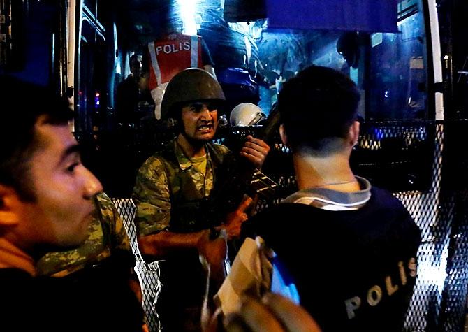 Türkiye'yi sarsan geceden fotoğraflar galerisi resim 78