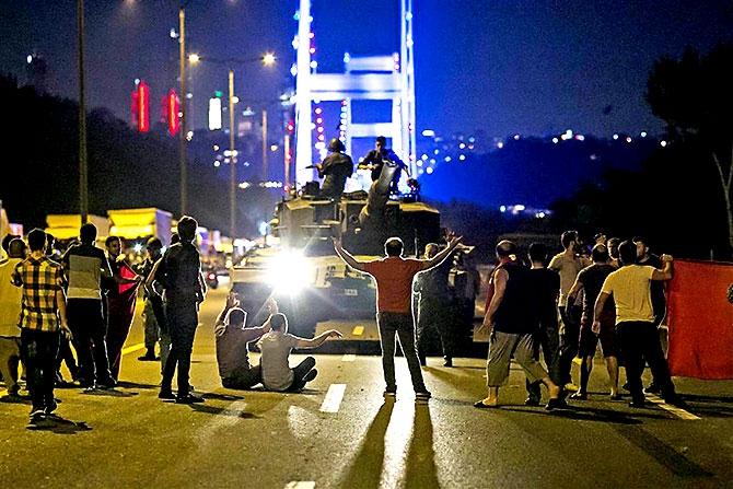 Türkiye'yi sarsan geceden fotoğraflar galerisi resim 83