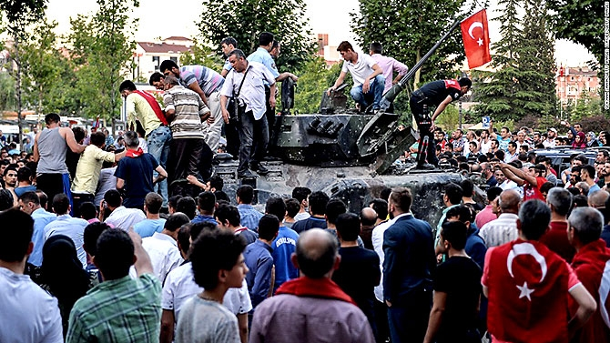 Türkiye'yi sarsan geceden fotoğraflar galerisi resim 84