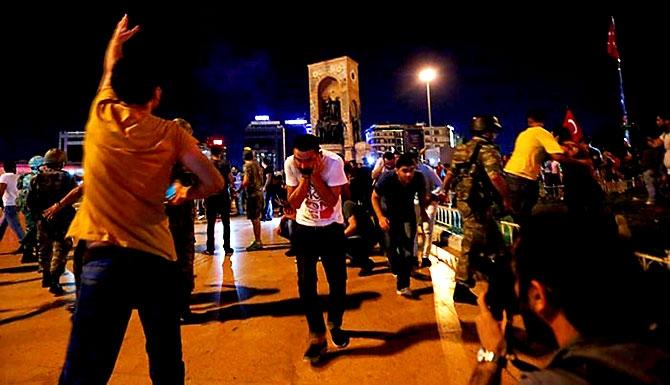 Türkiye'yi sarsan geceden fotoğraflar galerisi resim 85