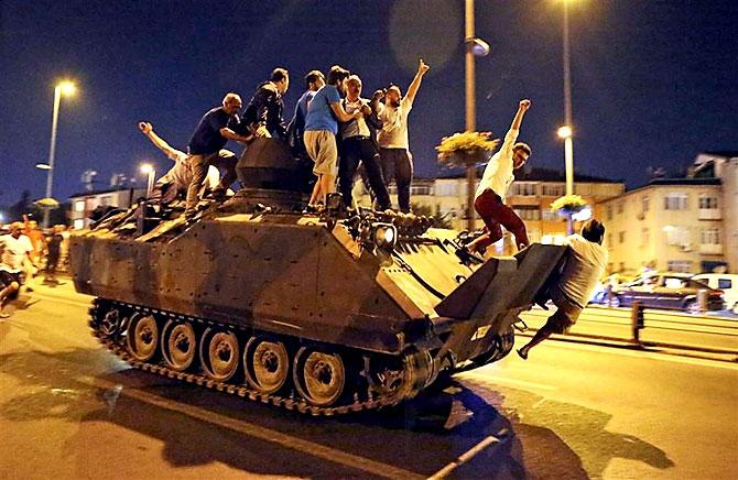 Türkiye'yi sarsan geceden fotoğraflar galerisi resim 87