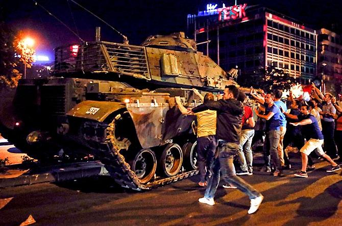 Türkiye'yi sarsan geceden fotoğraflar galerisi resim 89