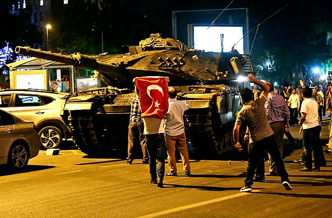Türkiye'yi sarsan geceden fotoğraflar galerisi resim 90