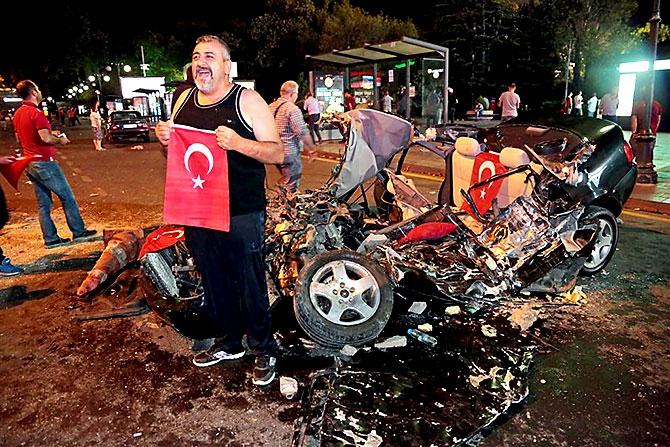 Türkiye'yi sarsan geceden fotoğraflar galerisi resim 91