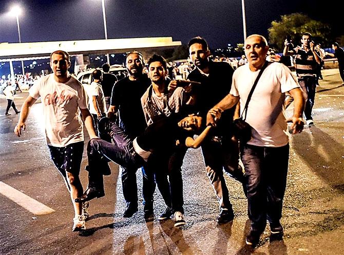 Türkiye'yi sarsan geceden fotoğraflar galerisi resim 92