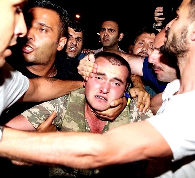 Türkiye'yi sarsan geceden fotoğraflar galerisi resim 95