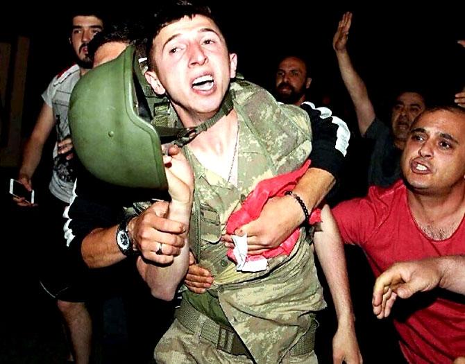 Türkiye'yi sarsan geceden fotoğraflar galerisi resim 96