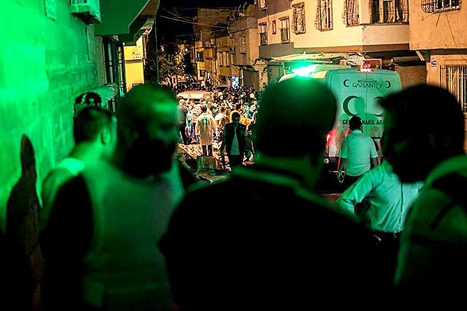 Antep'te bombalı saldırı: En az 50 kişi hayatını kaybetti galerisi resim 10