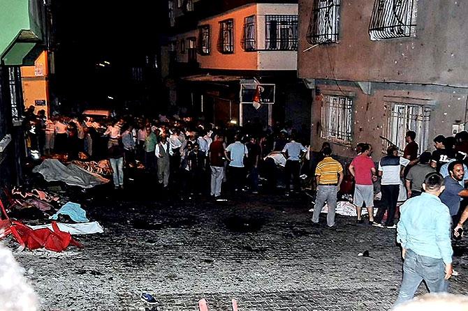 Antep'te bombalı saldırı: En az 50 kişi hayatını kaybetti galerisi resim 13
