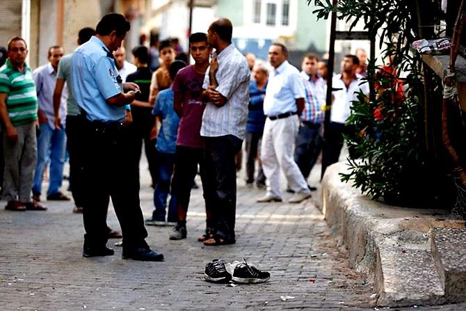 Antep'te bombalı saldırı: En az 50 kişi hayatını kaybetti galerisi resim 15