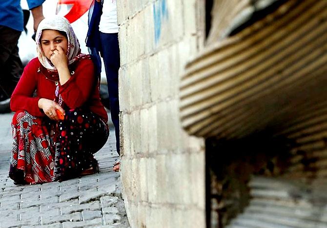 Antep'te bombalı saldırı: En az 50 kişi hayatını kaybetti galerisi resim 16