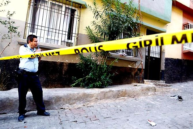 Antep'te bombalı saldırı: En az 50 kişi hayatını kaybetti galerisi resim 19