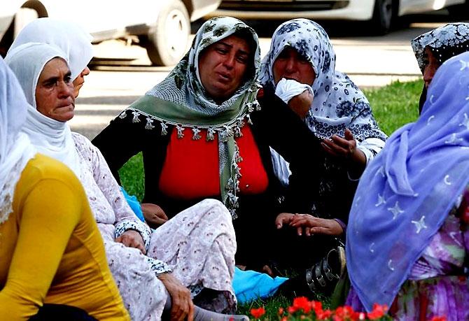 Antep'te bombalı saldırı: En az 50 kişi hayatını kaybetti galerisi resim 21