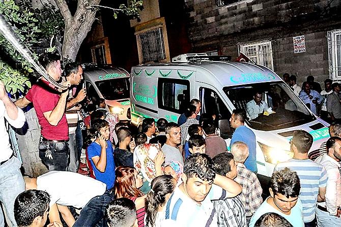 Antep'te bombalı saldırı: En az 50 kişi hayatını kaybetti galerisi resim 22